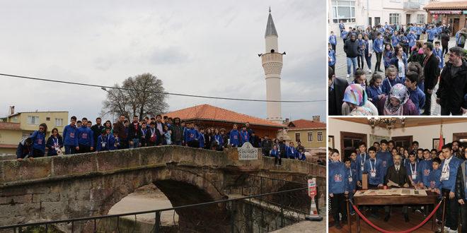 Öğrencilerden Milli Şair'in evine ziyaret