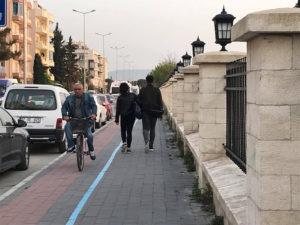 Bisiklet yolu mu? Otopark mı?